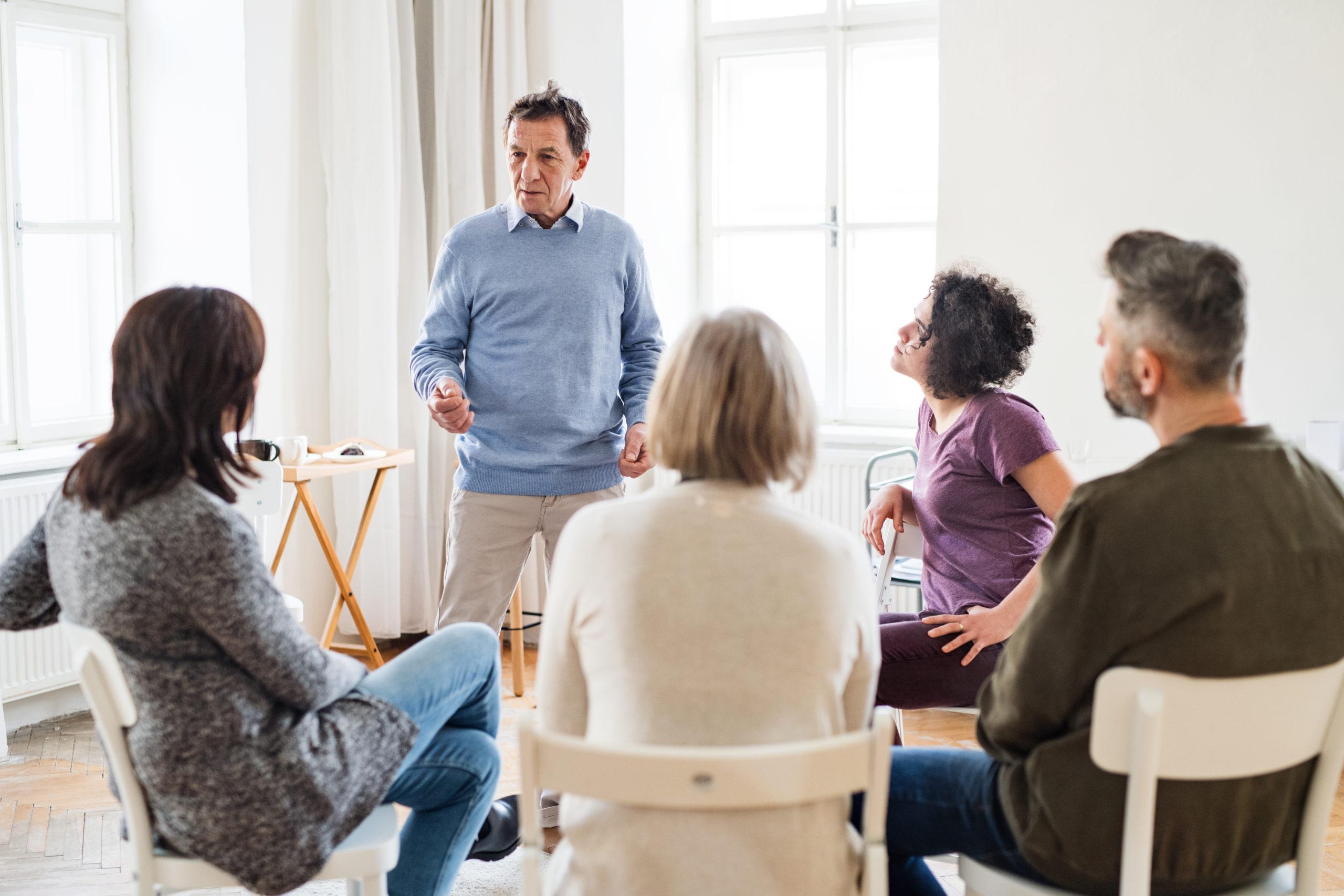 Terapia de grupo. Tratamiento de adicciones en Jaén
